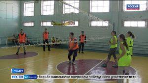 Во второй школе Моздока 75-летию Великой Победы посвятили турнир по волейболу