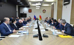 Вячеслав Битаров призвал изучать каждый факт неуплаты жителями республики потребленного газа и электроэнергии