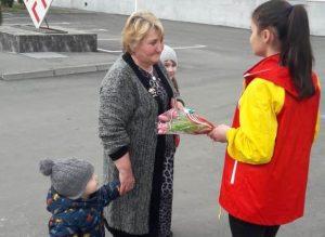 Жительницам Северной Осетии подарили цветы от главы