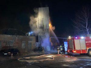 В Промышленном районе Владикавказе загорелась ректификационная колонна