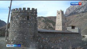 В селении Унал продолжается благоустройство исторического комплекса вокруг башни Цаллаговых