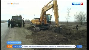 Дорожники продолжают расчищать обочины трасс от старых деревьев и кустарника