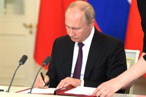 Трое уроженцев Северной Осетии удостоены госнаград и почетных званий РФ
