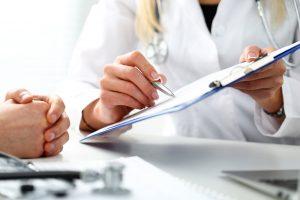 Госдума приняла в I чтении проект о повышении больничных до МРОТ