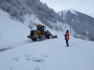 Транскам расчищают от последствий снегопада и схода лавин
