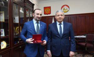Вячеслав Битаров поздравил Казбека Золоева  с присвоением звания «Заслуженный работник физической культуры РФ»