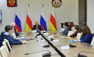 Таймураз Тускаев: Минфину поручено в ближайшее время выплатить авансы работающим жителям республики