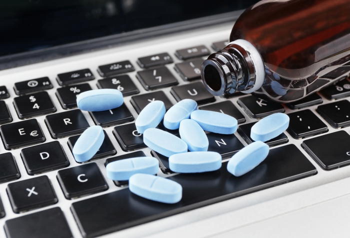 Госдума приняла закон об онлайн-продаже лекарств в условиях ЧС