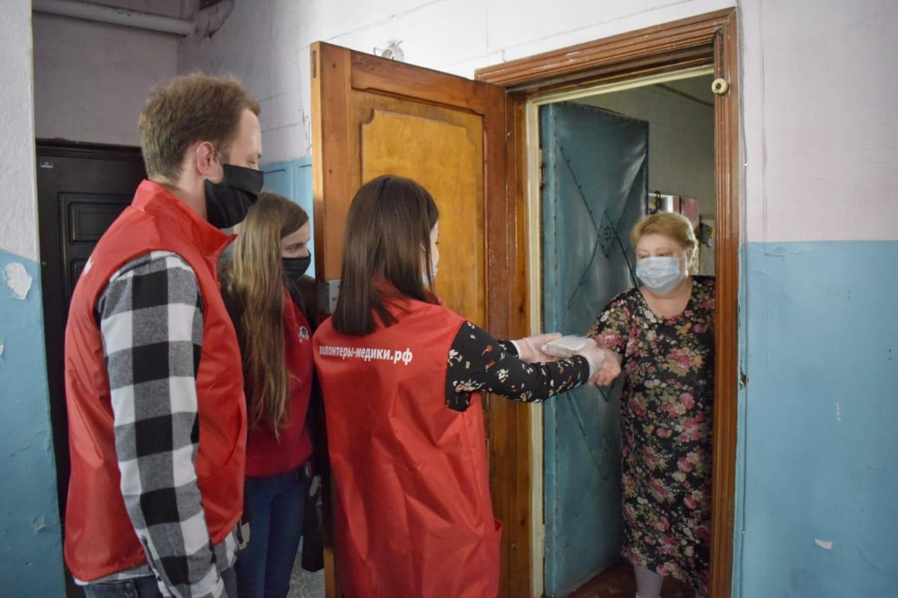 Волонтеры начали развозить рецептурные лекарства