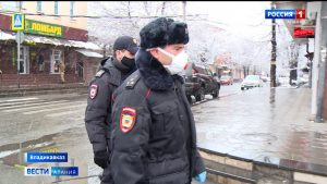 Сотрудники правоохранительных органов патрулируют улицы Владикавказа