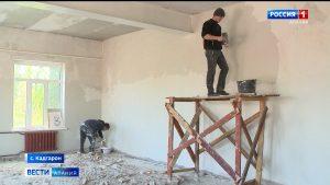 В Кадгароне продолжается капремонт школы и Дома культуры