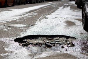 Директор владикавказского «Дорожного фонда» оштрафован за ненормативное состояние дорог в Затеречном районе