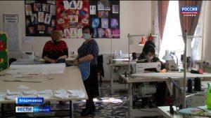 Во владикавказском профучилище №5 шьют маски и раздают бесплатно всем желающим