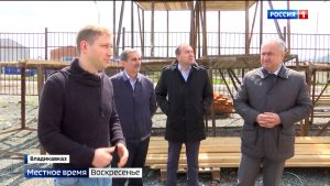 Таймураз Тускаев проверил ход строительства социально значимых объектов