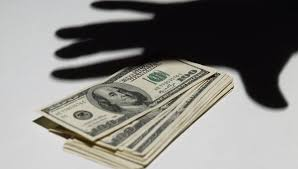 У жительницы Владикавказа украли 8 тысяч долларов
