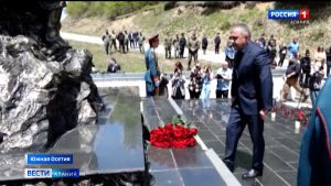 В Южной Осетии почтили память жертв Зарской трагедии