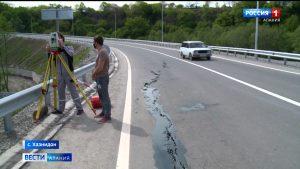 Полотно на подъезде к новому мосту через реку Урух пострадало из-за обильных дождей — комитет дорожного хозяйства