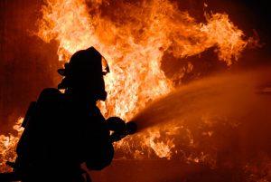 Крупный пожар произошел ночью в ресторане «Фермер»
