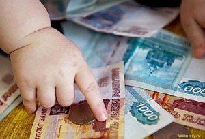 Семьям с детьми от трех лет разово выплатят 10 тыс. рублей, а минимальное пособие по уходу за ребенком для неработающих граждан увеличат в 2 раза