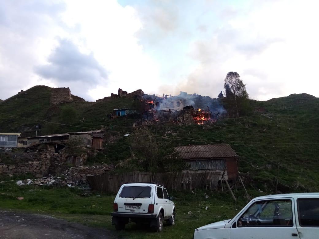 В Тибе сгорели два жилых дома