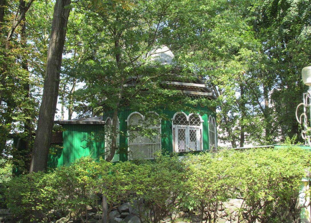 Шахматный клуб и бывшее кафе «Горка» в Центральном парке Владикавказа выставлены на торги