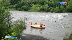 Спасатели ищут упавшего в Терек мужчину
