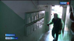 Во Владикавказе продолжается дезинфекция подъездов многоквартирных домов
