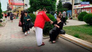 Волонтеры раздали жителям республики листовки с текстом поправок в Конституцию РФ и ленточки триколора