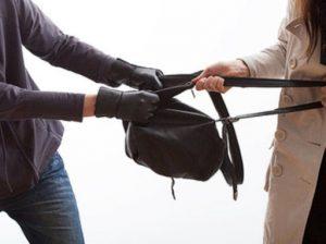 Во Владикавказе задержали рецидивистов, ограбивших девушку на улице