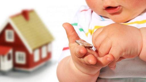 Российские семьи начали получать выплаты на детей
