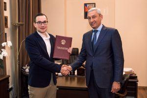 Борис Джанаев вручил благодарность главному волонтеру-медику России