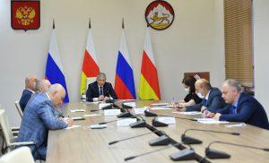 Вячеслав Битаров указал на необходимость усиления работы терапевтического звена