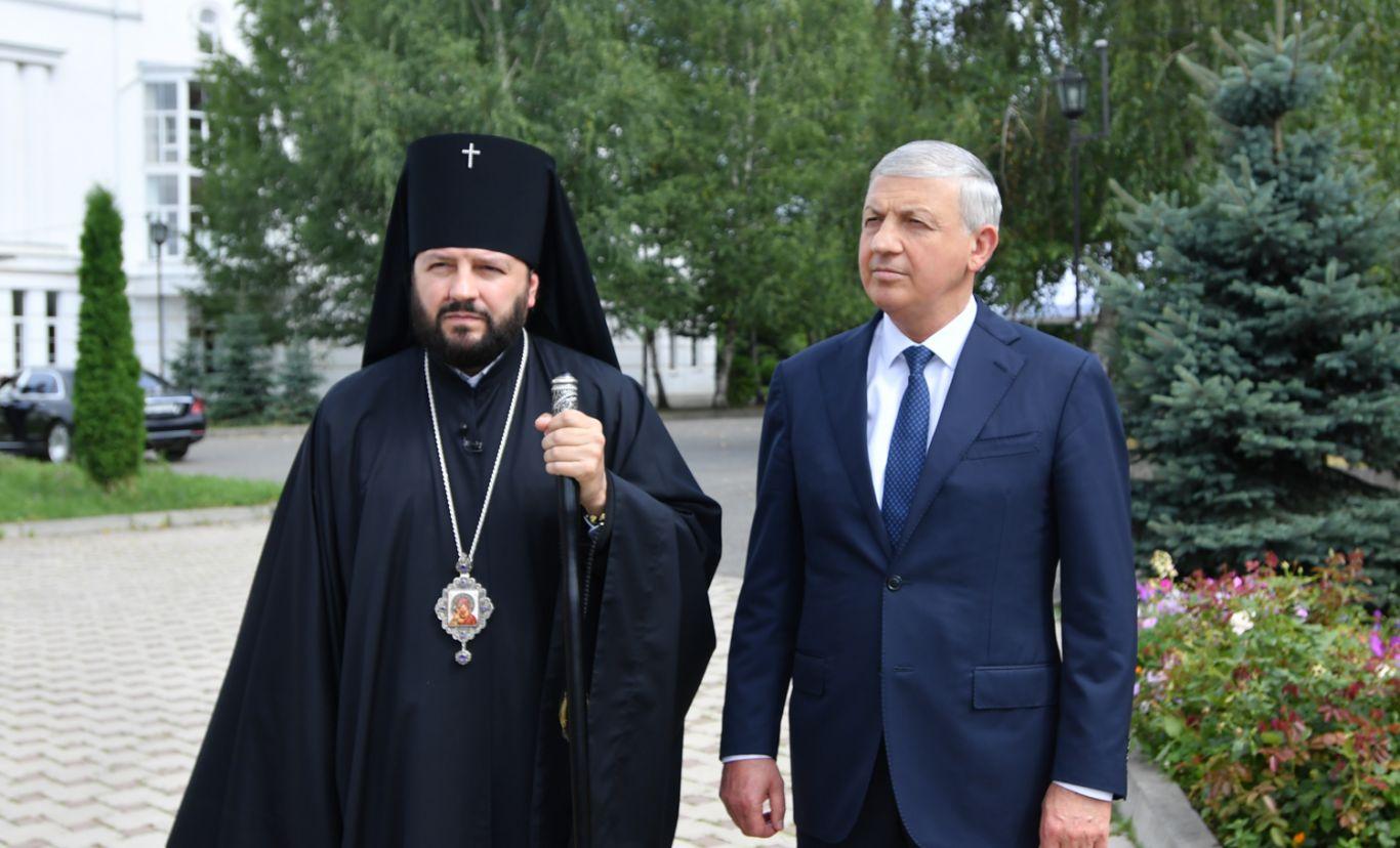 Вячеслав Битаров проинспектировал ход реконструкции кафедрального собора святого Георгия во Владикавказе
