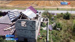 В селении Донгарон порывистый ветер обрушил стену дома на соседнее жилище