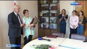 Представителей муниципальных СМИ наградили Почетными грамотами РСО-А