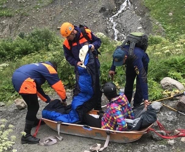 Североосетинские спасатели оказали помощь альпинистке из Казани