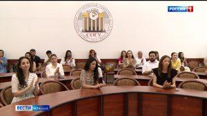 Выпускникам СОГУ вручили красные дипломы