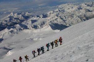 Североосетинские спасатели совершили восхождение на Эльбрус