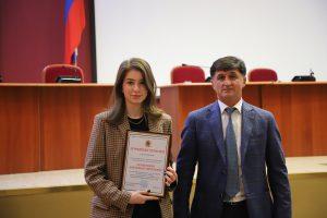 Тамерлан Фарниев наградил отличившихся выпускников владикавказских школ