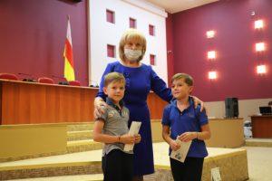 Во Владикавказе прошла акция «Подарок первокласснику»