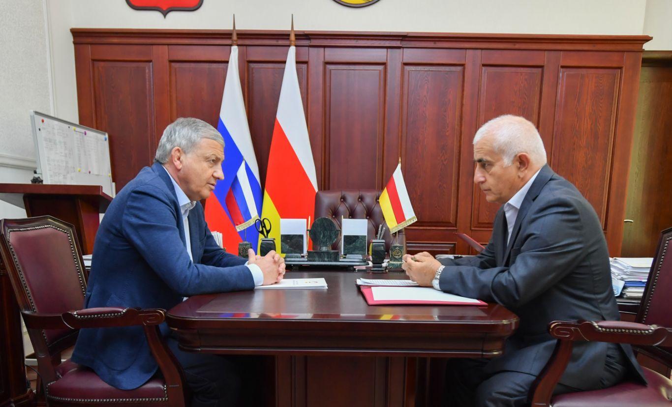 Вячеслав Битаров провел рабочую встречу с председателем «Высшего совета осетин» Русланом Кучиевым