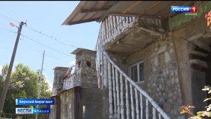 Агроном из Бирагзанга решил благоустроить жилище, используя подручные материалы