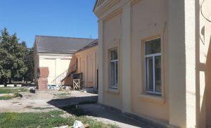 В станице Павлодольская продолжается капитальный ремонт дома культуры
