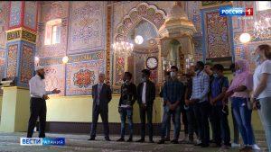 Иностранным студентам провели экскурсию по достопримечательностям республики