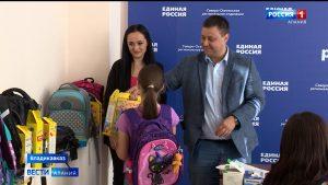 «Единая Россия» помогла собрать в школу более 200 детей из малообеспеченных семей
