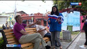 Активисты партии «Единая Россия» провели флешмоб в преддверии Дня Российского флага