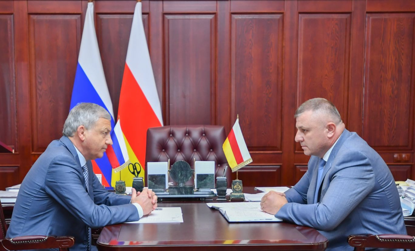 Вячеслав Битаров провел рабочую встречу с министром госимущества и земельных отношений республики