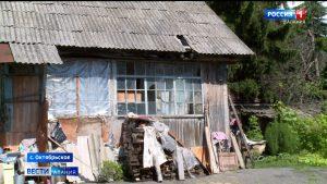 Пенсионерка с внуками вынуждена жить в здании старой мельницы