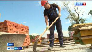 Участники стройотрядов СКГМИ помогают реконструировать школу в Ногире