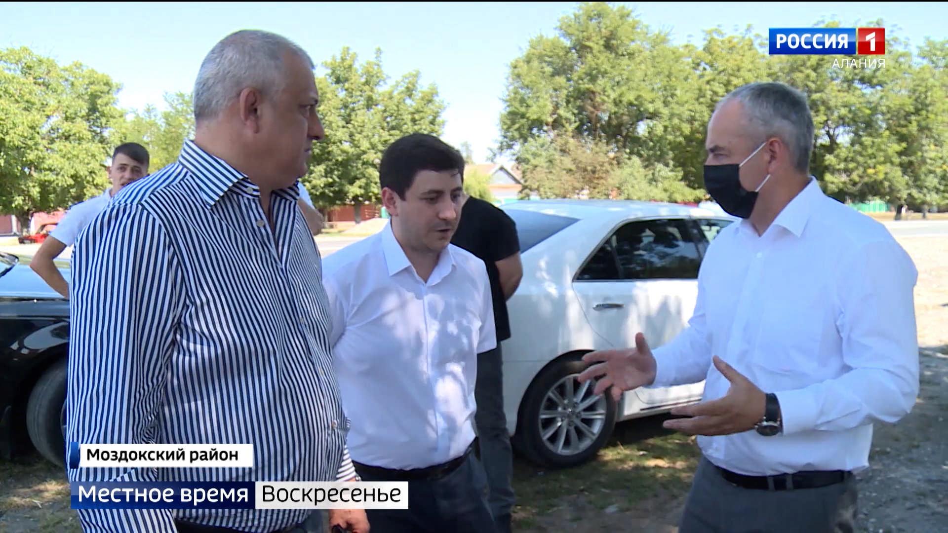 Таймураз Тускаев проинспектировал ход строительства объектов в Моздокском районе